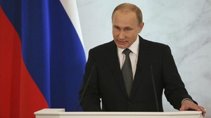 Putin se dirige a ambas cámaras del Parlamento en su discurso sobre el estado de la nación.
