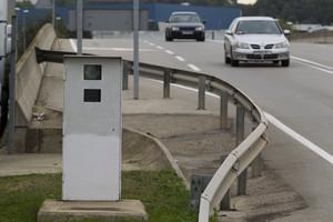 Un radar fijo de Trànsit instalado en la carretera C-352.