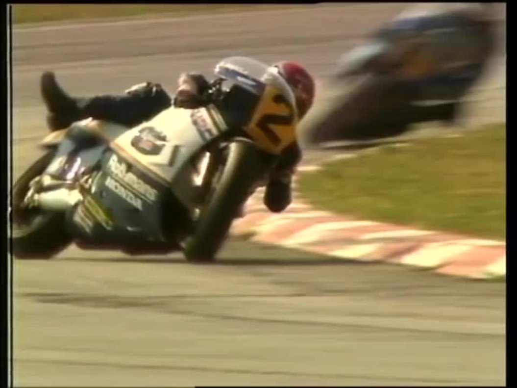 Randy Mamola se salvó de una caida durante el Gran Premio de San Marino, en 1985.