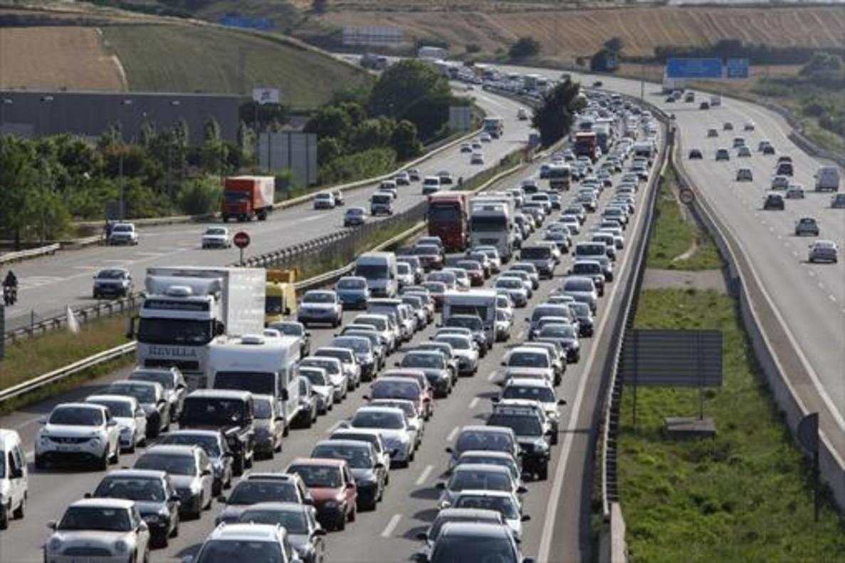 Retención de tráfico en el kilómetro 141 de la AP-7.