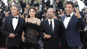 Darín, Cruz, Farhadi y Bardem, en la presentación en Cannes.