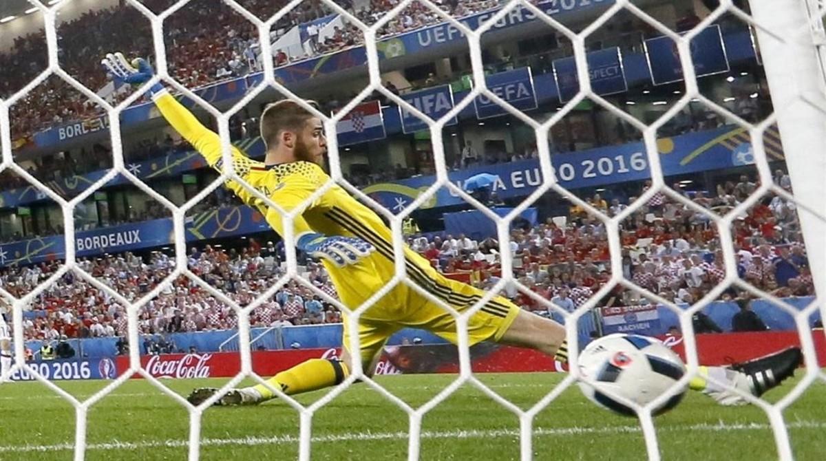 De Gea encaja el gol que dio el triunfo a Croacia.