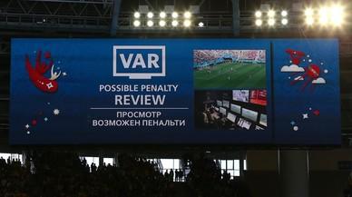 El Mundial del VAR: récord de penaltis y menos rojas que nunca