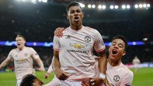 Rashford, en el centro, celebra la clasificación del Manchester United para cuartos.