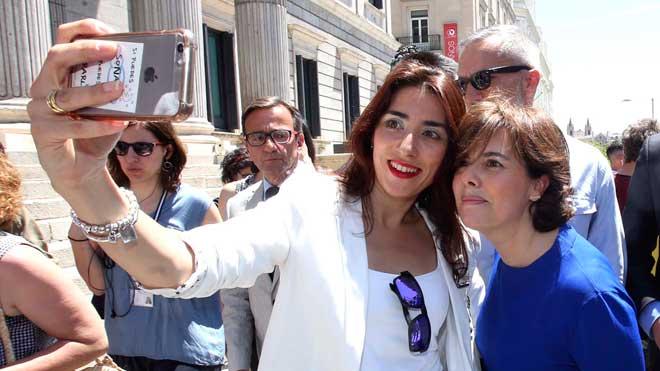 Soraya Sáenz de Santamaría ha presentado su candidatura para presidir el Partido Popular. Lo ha hecho ante los medios, en la Puerta de los Leones del Congreso.