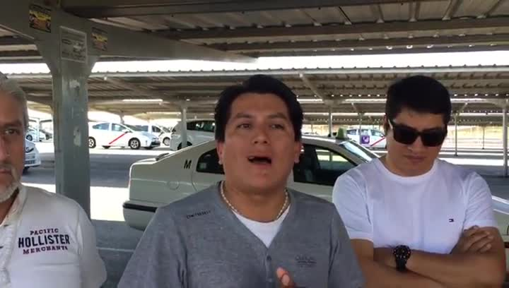 Néstor y Santiago, taxistas ecuatoriano-madrileños, hablan del impulso de Barcelona en su huelga contra Uber y Cabify.