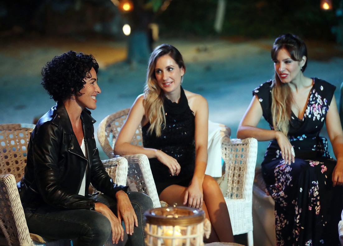 Nina, con algunos de los exconcursantes de Operación triunfo, en el especial OT: el reencuentro (TVE-1).