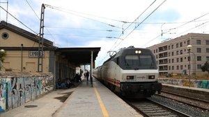 Un tren de la línea de Tarragona.
