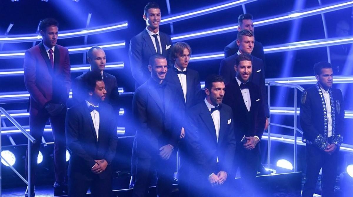 El último equipo ideal, correspondiente al 2017, en la gala de la FIFA. Lo compusieron: Gianluigi Buffon, Dani Alves, Leonardo Bonucci, Sergio Ramos, Marcelo;Luka Modric, Toni Kroos, Andres Iniesta;Lionel Messi, Cristiano Ronaldo yNeymar.