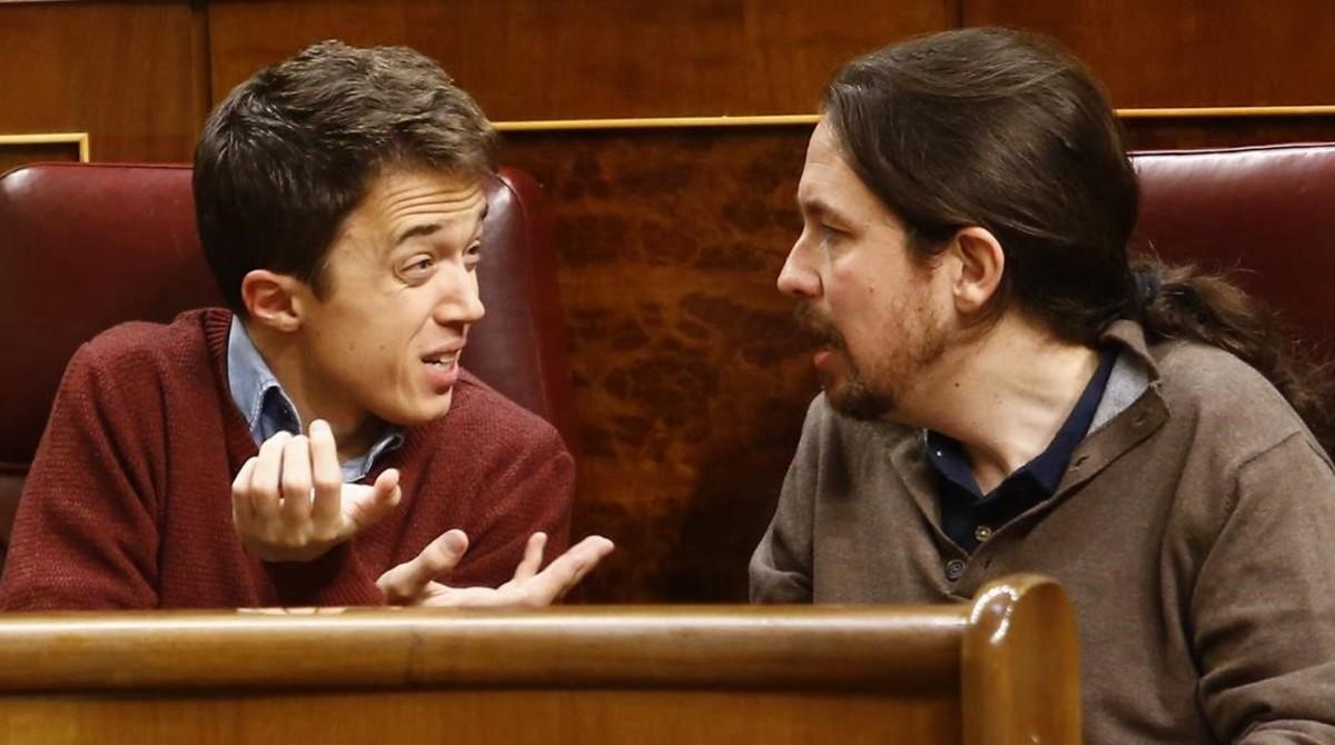 Pablo Iglesias e Íñigo Errejón discuten en el Congreso de los Diputados, en enero,los díasprevios a Vistalegre 2.