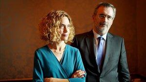 Meritxell Batet, presidenta del Congreso de los Diputados y Manuel Cruz, presidente del Senado, posan juntos en una sala contigua al despacho de la política catalana.