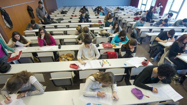 Alumnos de Derecho en la Universidad Rovira i Virgili, en un examen