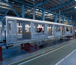 Vagón en construcción en la fábrica de Alstom en Santa Perpètua de Mogoda.