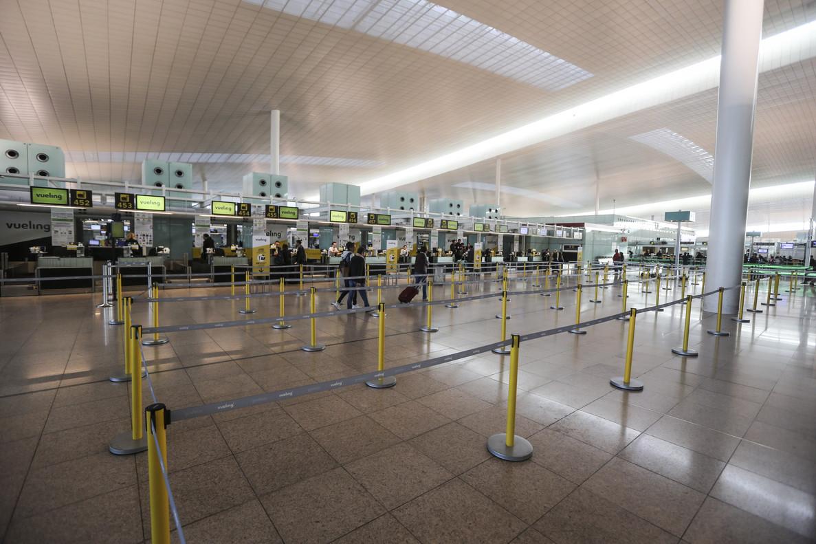 Poca afectación por la huelga de pilotos de Vueling esta mañana en el aeropuerto de El Prat de Barcelona. La recolocación de pasajeros durante el dia de ayer ha suavizado las posibles afectaciones de hoy.