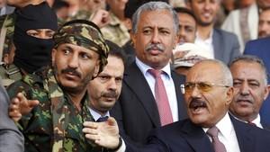 El expresidente yemení Alí Abdalá Saleh, a la derecha de la imagen, el pasado mes de agosto.