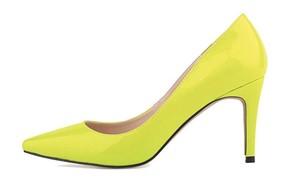 Zapato de tacón amarillo flúor Xianshu. Este año se llevan los colores chillones.