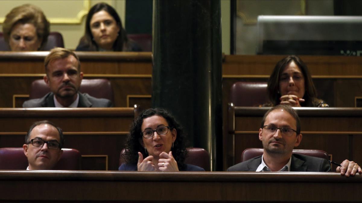 Turull, Rovira y Herrera escuchan a Rajoy, el 8 de abril del 2014 en el Congreso.