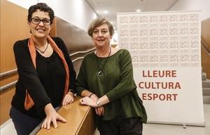 Silvia Mondo, (izquierda) y Anna Ramis, el jueves por la noche, en la sede de los Lluïsos de Gràcia, en Barcelona