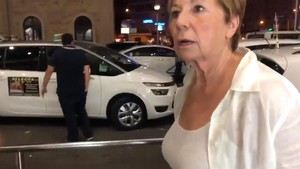 """Celia Villalobos atrapada en la huelga: """"¿Y cómo coño llego yo a Torremolinos?"""""""