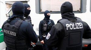 Alemanya investiga una presumpta trama de policies nazis