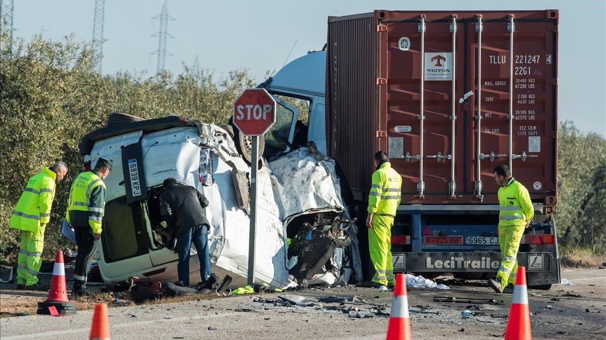 Un accidente con cinco víctimas mortales registrado el pasado febrero en Utrera (Sevilla).