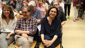 Laalcaldesa de Barcelona en funciones, Ada Colau, ha sido revalidada por las bases de su partido, BComú. Los comunes saben quesu futuro político depende de que su líder siga rigiendo la capital catalana.