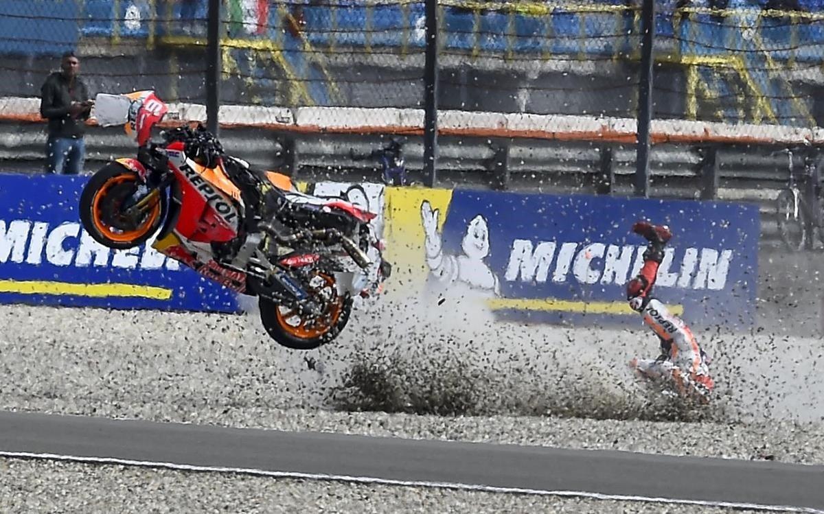 Lorenzo té una espectacular caiguda i es perdrà la carrera de diumenge a Assen