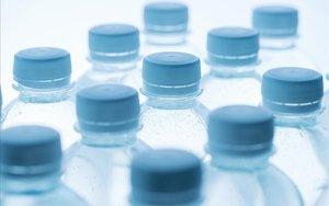 Itàlia grava l'ús de plàstic i sucre