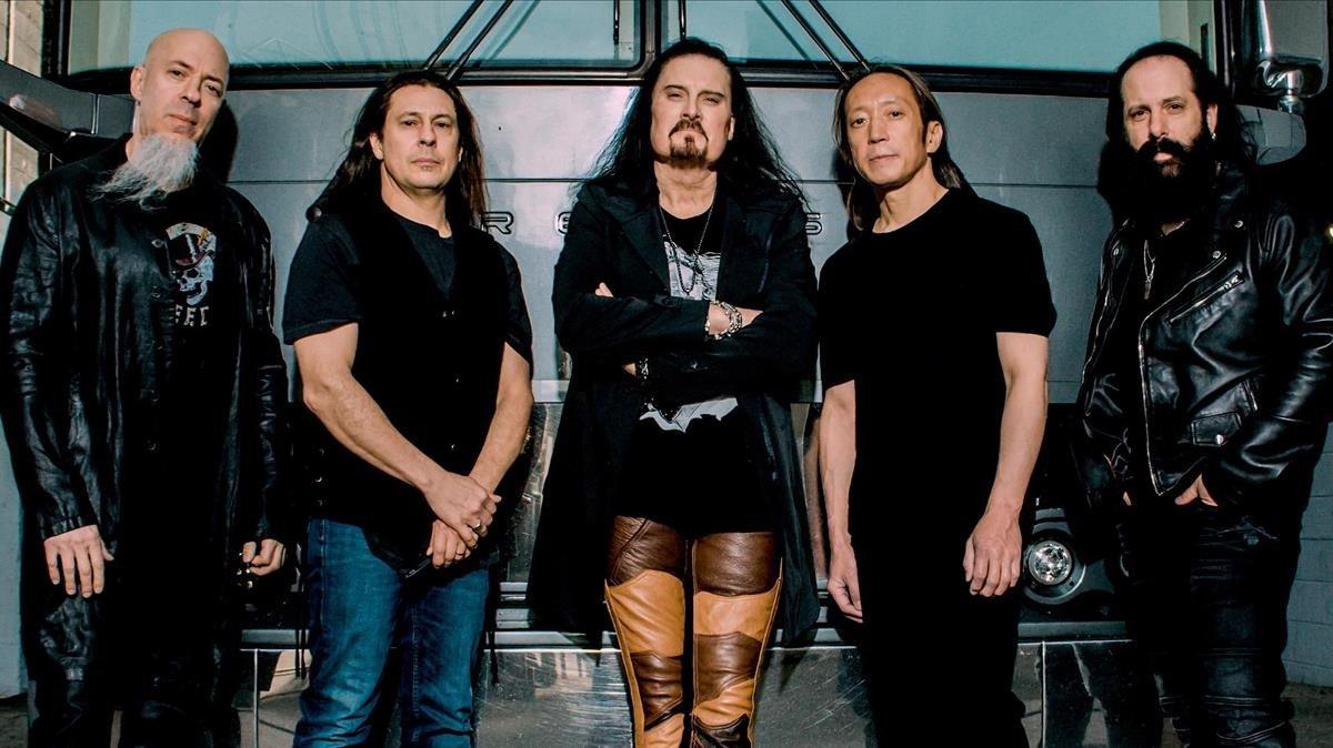 Dream Theater. En el centro, James LaBrie.