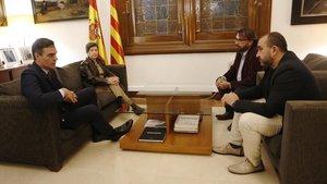 El presidente del Gobierno, Pedro Sánchez, mantiene una reunión con los secretarios generales de CCOO, Javier Pacheco, y UGT, Camil Ros; en Barcelona.