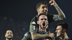 Fabián Ruiz y Di Lorenzo celebran un gol frente al Brescia el pasado viernes.