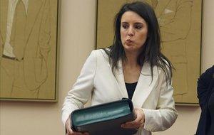 Montero, sobre els 'escraches': «Quan un accepta ser ministre, arriba plorat de casa»