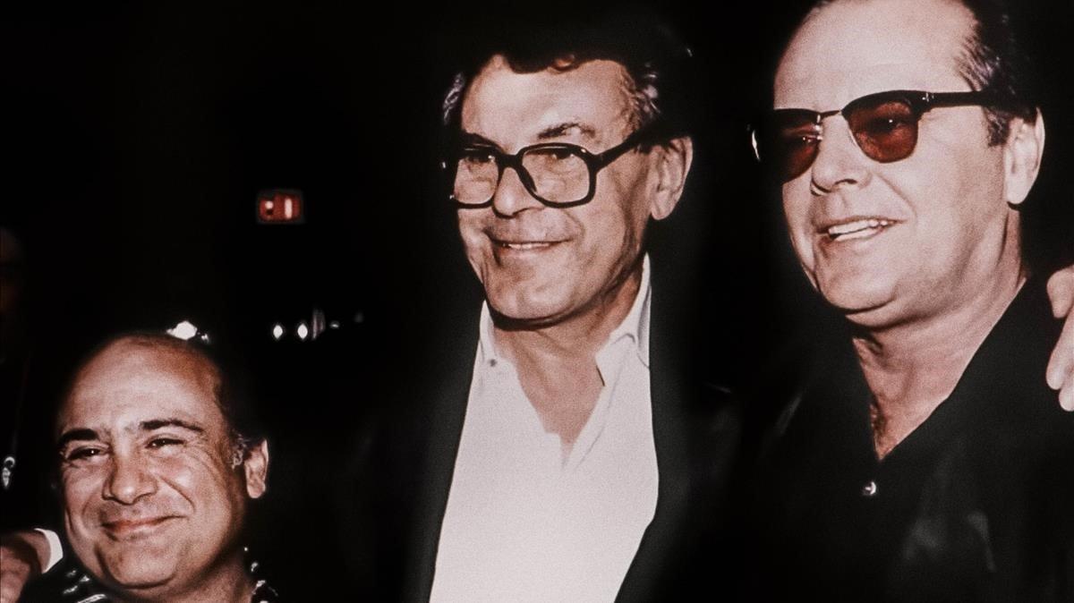 El director Miloš Forman (en el centro), acompañado por los actores Danny DeVito y Jack Nicholson, en una foto usada en 'Forman vs. Forman'.
