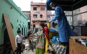 Nova Delhi, caòtic focus de la pandèmia a l'Índia