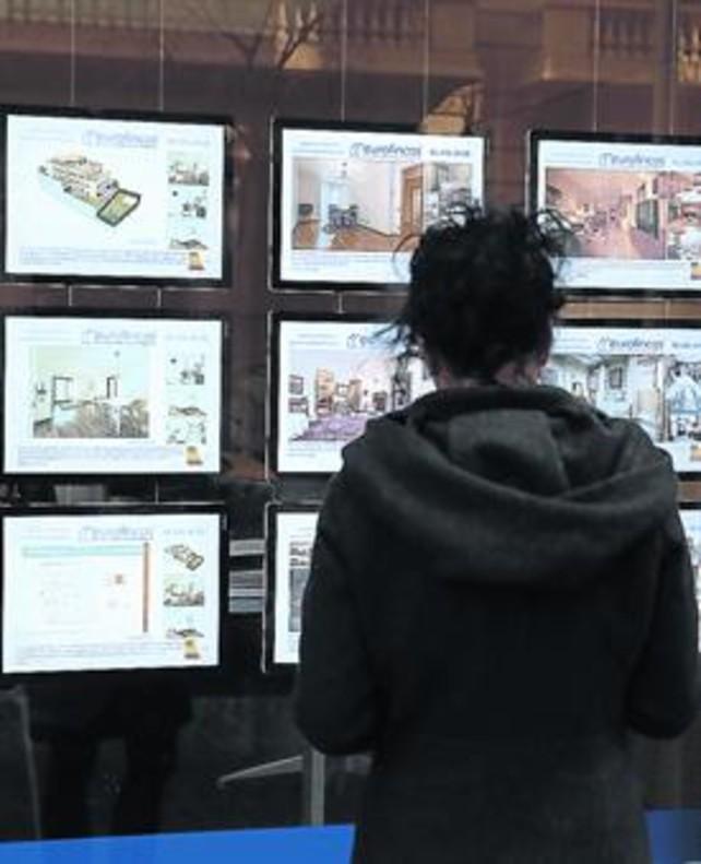 Oferta de pisos en venta y alquiler en una inmobiliaria de la ciudad de Barcelona