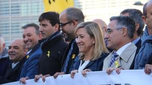 Miquel Buch junto a Neus Lloveras en la manifestación que tuvo lugar en Bruselas.