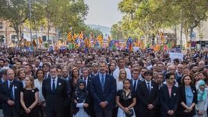 Tensión en torno al rey en la marcha de duelo por los atentados de Barcelona.