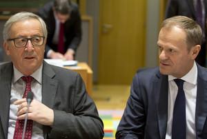 El presidente de la Comisión Europea, Jean-Claude Juncker, y el presidente del Consejo Europeo, Donald Tusk (a la derecha).