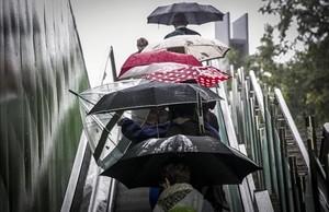 Millora el pronòstic del temps i Barcelona podria evitar la pluja per Sant Jordi al matí