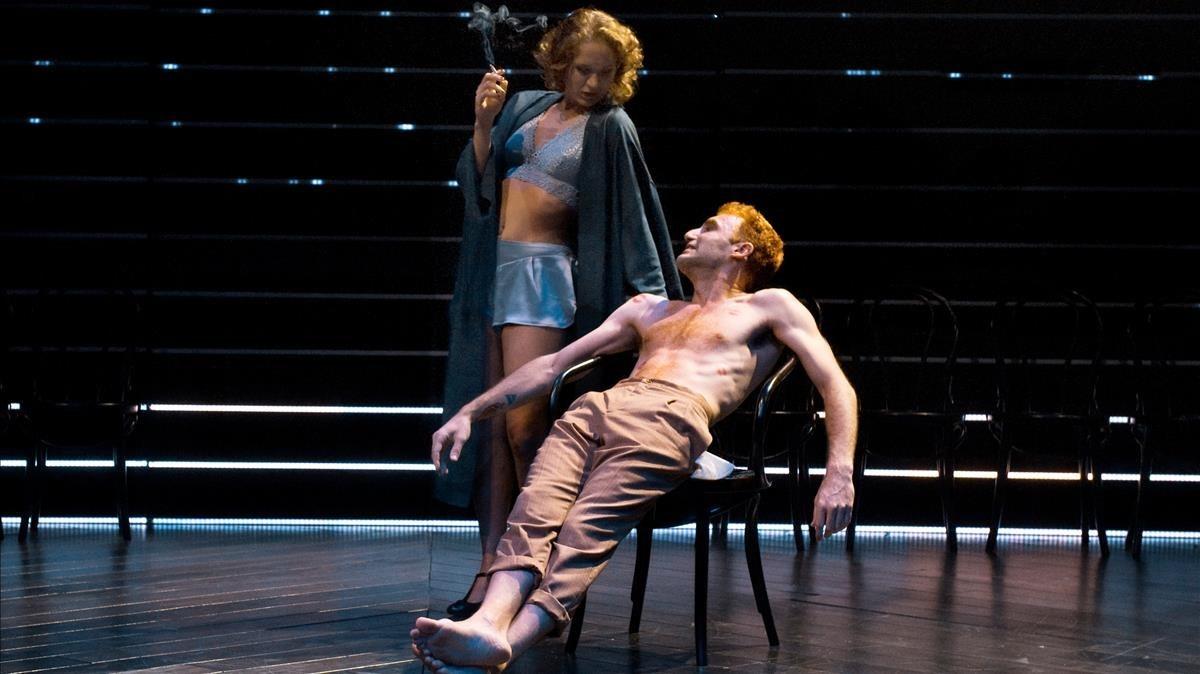 Raquel Ferri (Olivia) y Lluís Marquès (Sebastian), en una escena de 'Nit de reis (o el que vulguis)'.