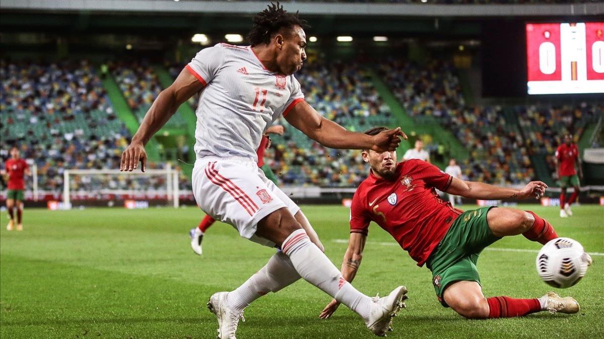 Adama Traoré en su debut en el amistoso en Lisboa contra Portugal