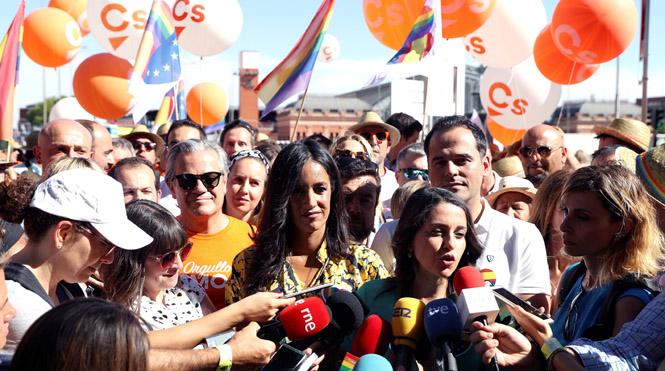 Arrimadas en la fiesta del Orgullo: Cs no va a dejar de ir a ninguna fiesta de la libertad.