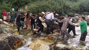 El autobús cayó por un precipicio de 150 metros en el montañoso distrito de Kullu.
