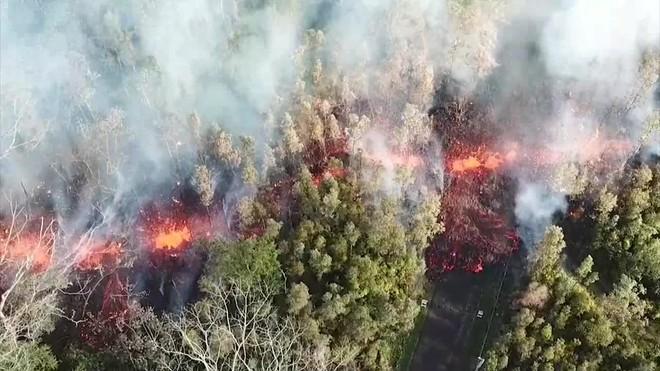 El volcán Kilauea, ubicado en la isla de Hawai (EE.UU.), entró hoy en erupción provocando una orden de evacuación de una zona residencial cercana.