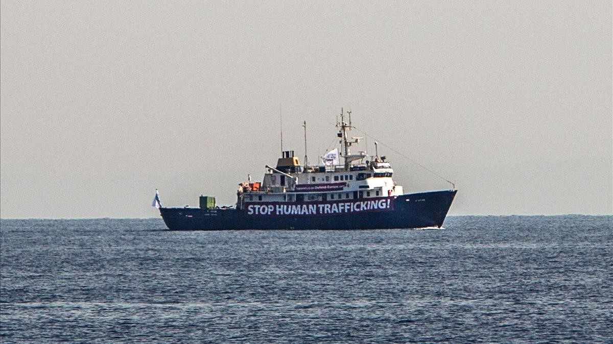 El barcoC-Star navega frente a las costas de Libia.