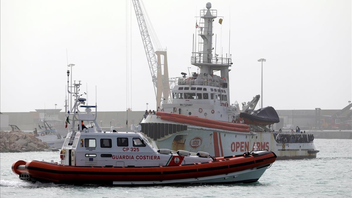 El barco de Proactiva Open Arms a su llegada al puerto siciliano de Pozzallo, el 17 de marzo.
