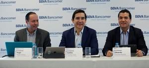 Carlos Torres Vila, Hugo Nájera y Eduardo Osuna durante la presentación de la plataforma de banca móvil.