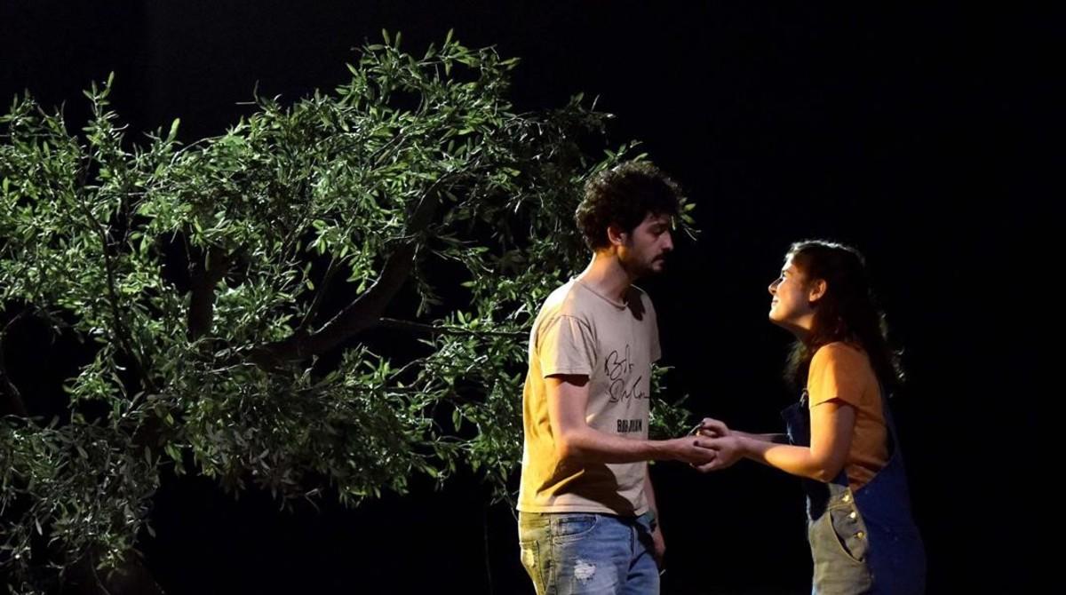 Sergi Torrecilla y Clara de Ramon en una escena de Caïm i Abel.