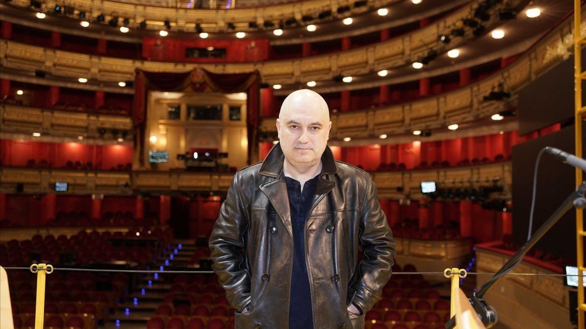El director Calixto Bieito, en el Teatro Real de Madrid, donde se hasuspendido'Lear', óperaque debía montar en abril,a causa del coronavirus.