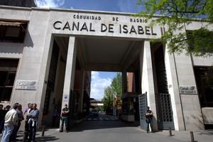 Registro de la Guardia Civil en la sede central del Canal de Isabel II.